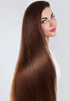 Hair.beautiful kobieta z luksusowymi długimi włosami