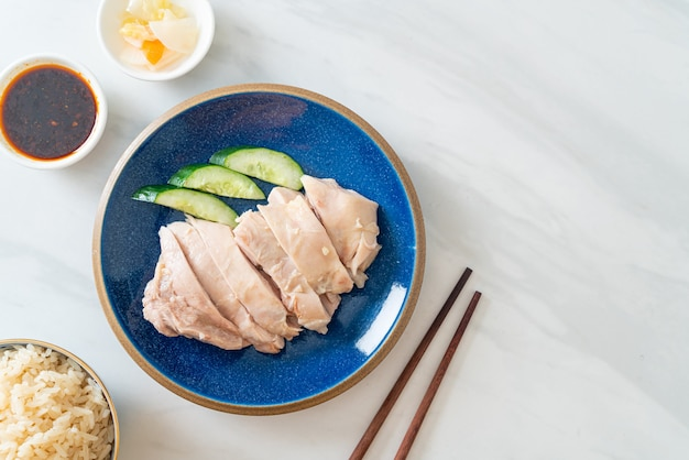 Hajnański ryż z kurczakiem lub ryż na parze z rosołem - po azjatyckim stylu