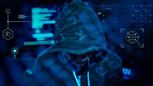 Haker pracujący w ciemności