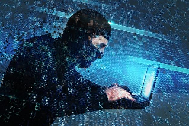 Haker tworzy nielegalny dostęp do backdoora na komputerze