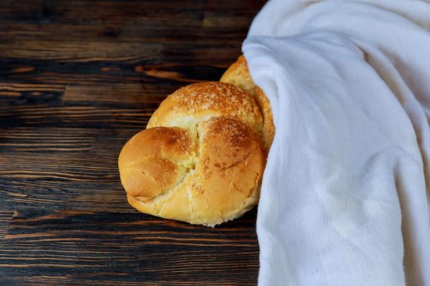 Hala to tradycyjny, słodki, słodki chleb z sabatu.