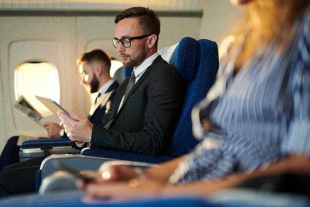 Hałas pasażerów w samolocie