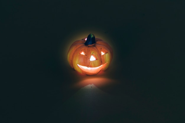 Halloween dekoracji z oå> wietlone dynia