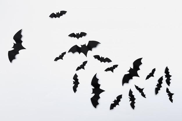 Halloween i dekoracja koncepcja - latające nietoperze papieru
