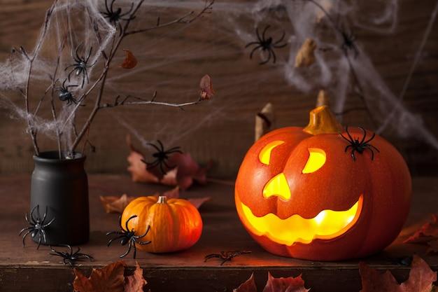 Halloween jack o lantern pająki dyni liście