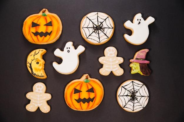 Halloween plików cookie na czarnym tle