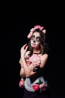 Halloweenowa kobieta z santa muerte