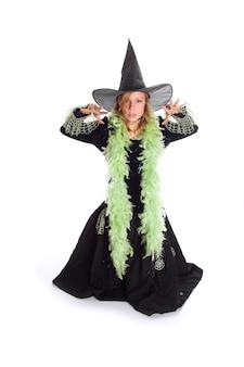 Halloweenowa wiedźma na białym tle