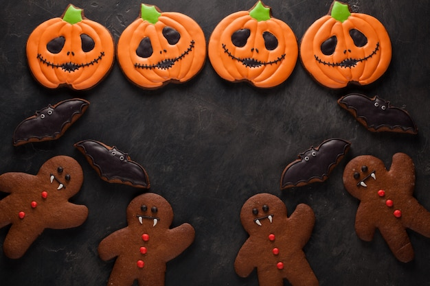 Halloweenowe ciasteczka z dynią i nietoperzami.