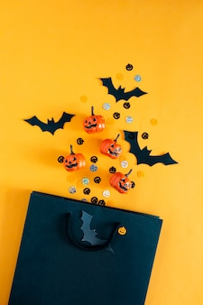 Halloweenowe dynie nietoperze obiekty imprezowe i torba na zakupy płasko leżał widok z góry kopia przestrzeń