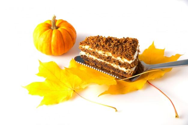 Halloweenowe jedzenie. halloweenowe kremowe ciasto.