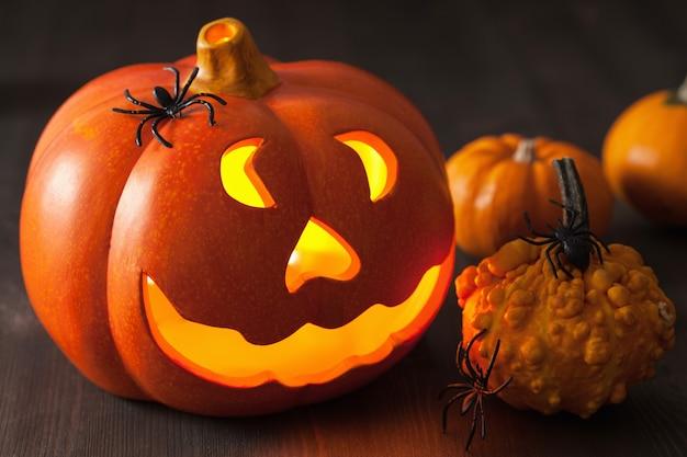 Halloweenowe pająki z dyni jack o lantern