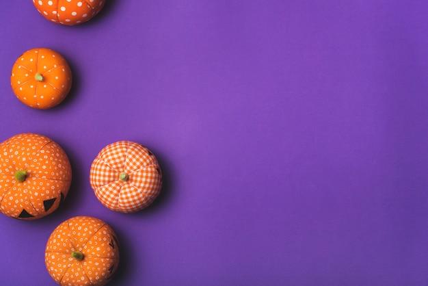 Halloweenowe puszyste pomarańczowe banie