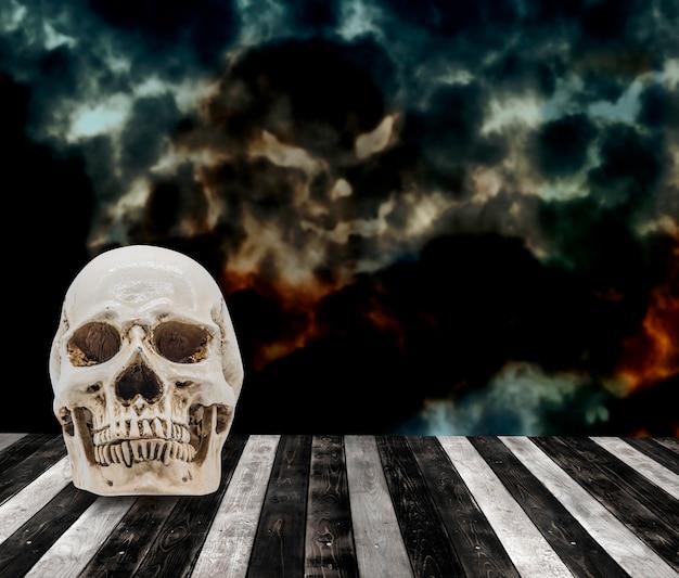Halloweenowe tło z czaszką, cukierkiem albo psikusem