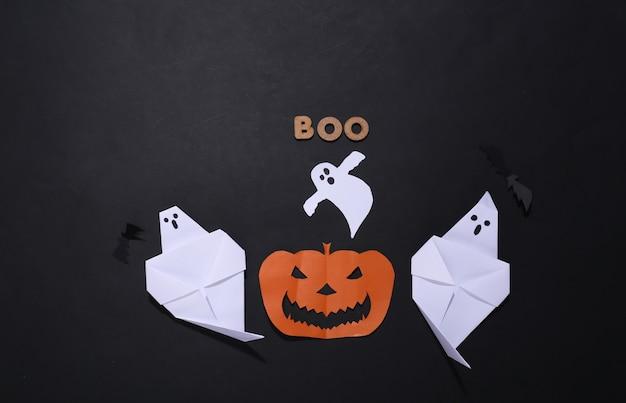 Halloweenowy papier czerpany wystrój i słowo boo na czarnym tle
