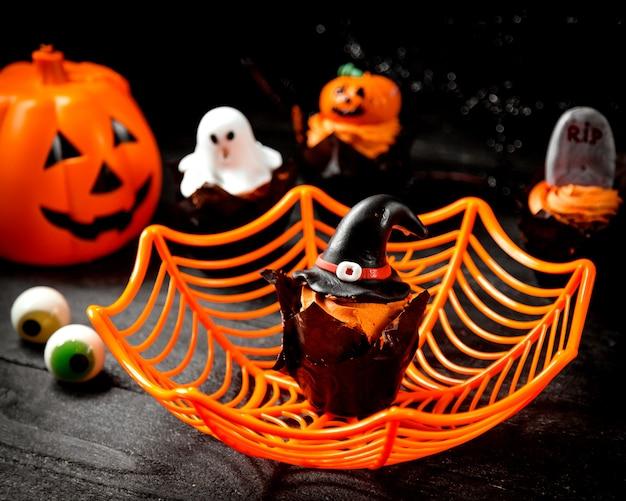 Halloweenowy pojęcie na stole