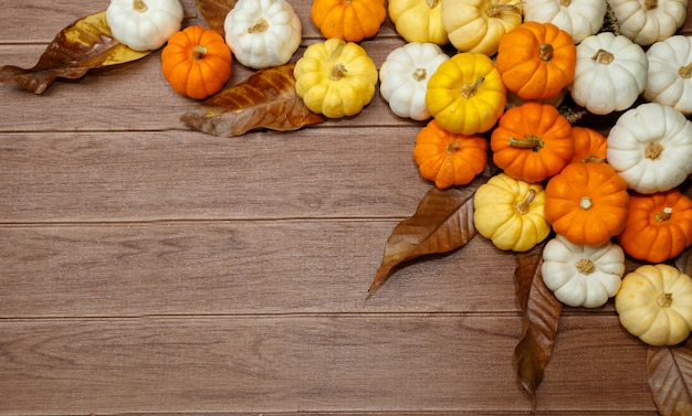 Halloweenowy tło z baniami.
