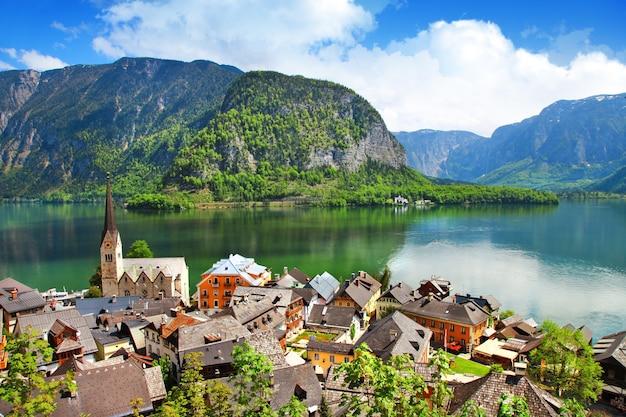 Hallstatt, piękna austriacka wioska nad jeziorem