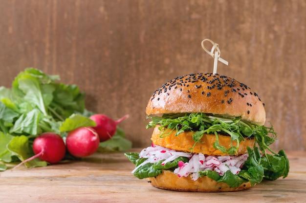 Hamburger domowy słodki ziemniak