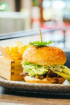 Hamburger wołowy