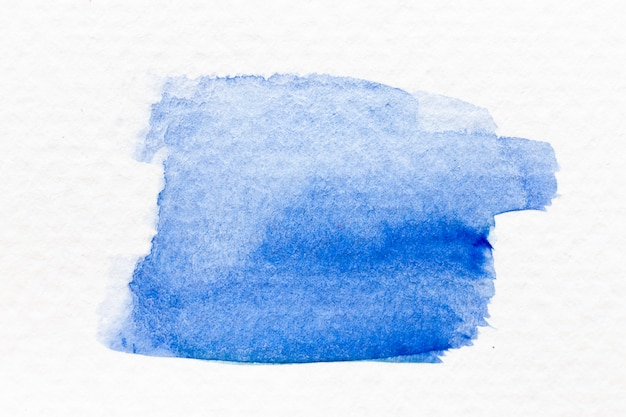Handdrawing akwarela niebieski kolor jako pędzel lub transparent na tle białej księgi