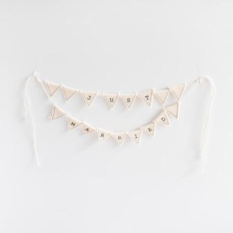 Handmade poślubiająca chorągiewka na białym tle