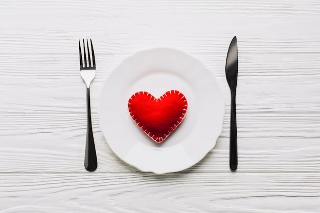 Handmade serce na talerzu