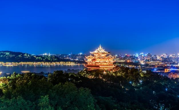 Hangzhou city nightscape i ancient pavilion
