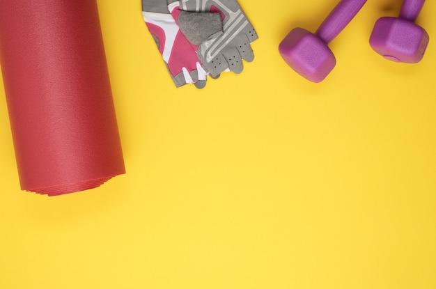 Hantle i rękawiczki sportowe, skręcana mata neoprenowa do uprawiania jogi