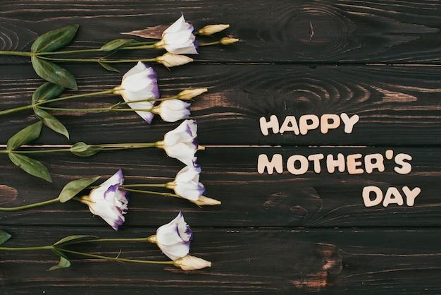 Happy mothers day napis z kwiatami