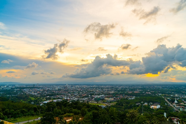 Hat yai city skyline z twilight sky w songkhla w tajlandii