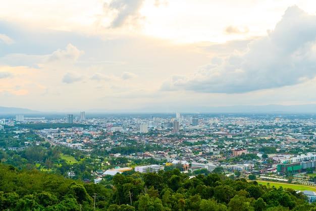 Hat yai city skyline z twilight sky w songkhla w tajlandii