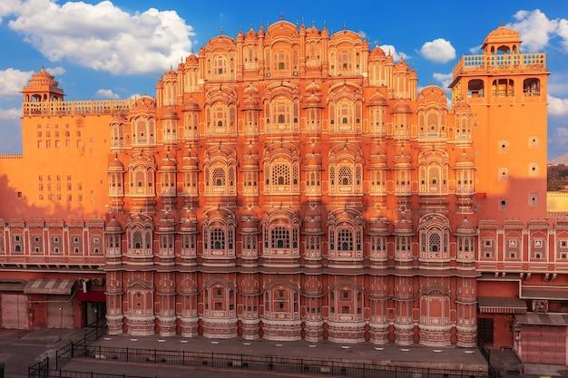 Hawa mahal palace, część kompleksu city palace w jaipur, rajasthan, indie.