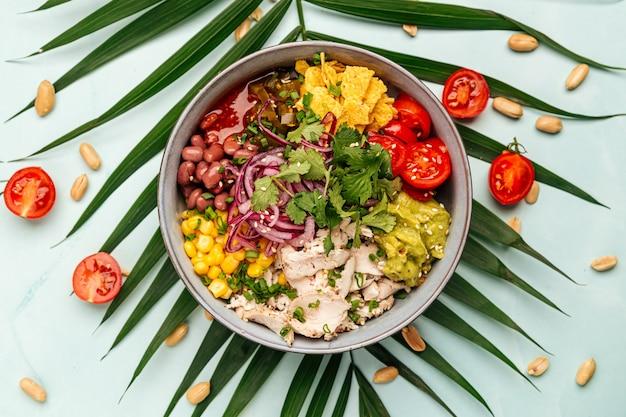 Hawajska miska na kurczaka z ryżem i warzywami