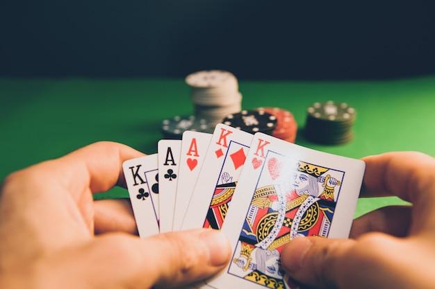 Hazard. karty zbliżeniowe do gry w pokera na stole do gry w kasynie