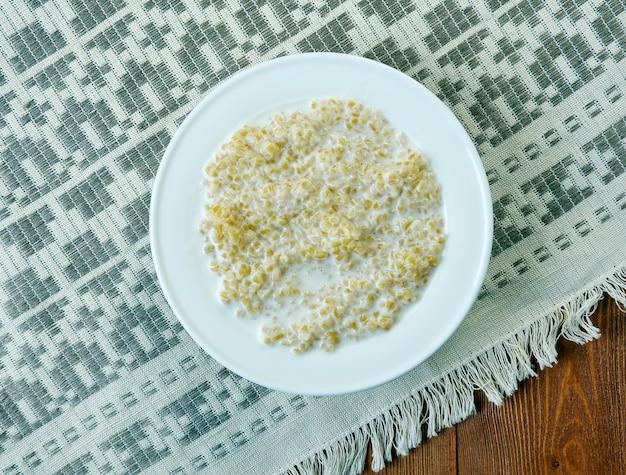 Helmipuuro - fińska kaszka mleczna z kaszą manną.