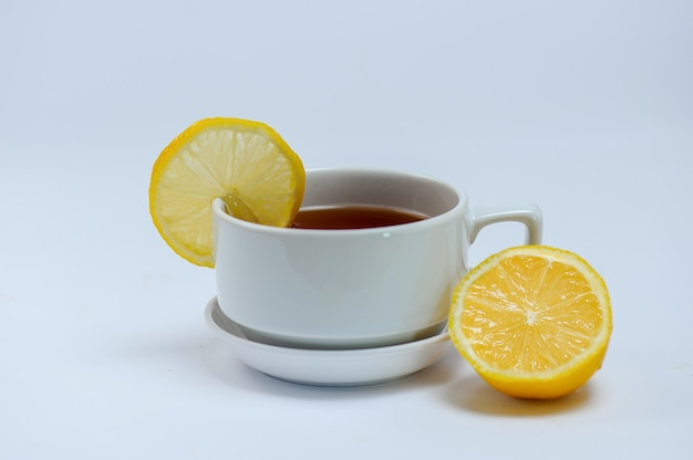 Herbata cytrynowa na filiżance
