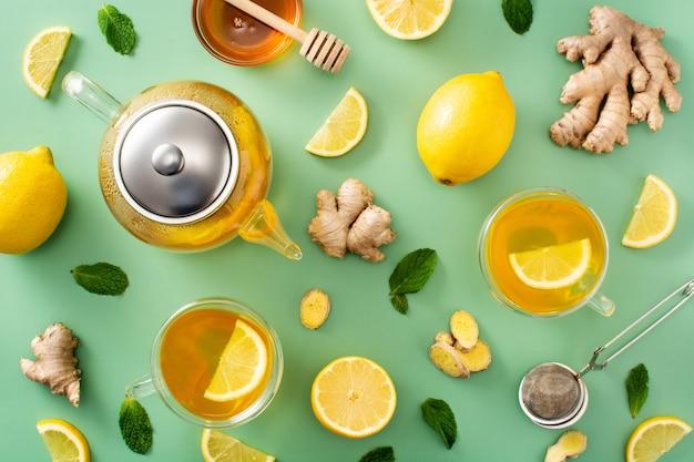 Herbata imbirowa z wzorem cytryny i miodu na zielonym tle