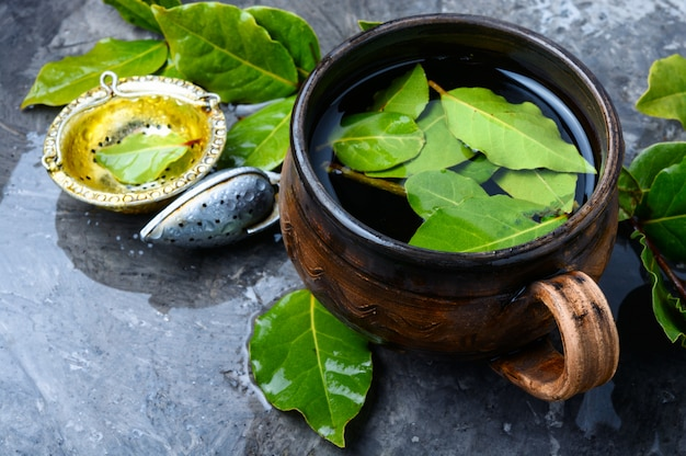 Herbata z liściem laurowym