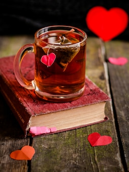 Herbata z sercem i książką