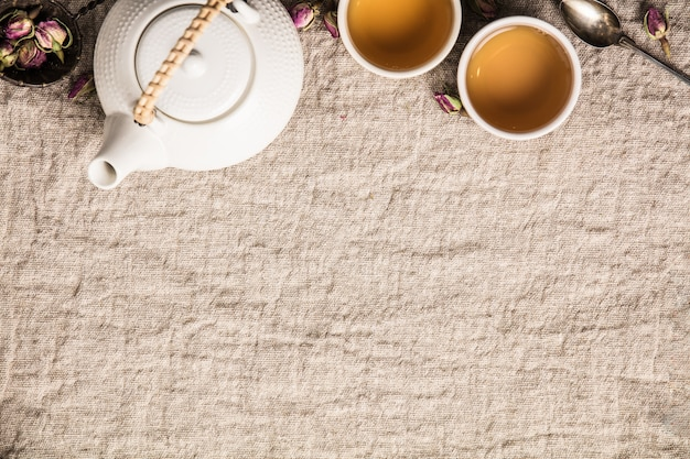 Herbata ziołowa z różami, dokonywanie herbaty pąki róży leżącej płasko