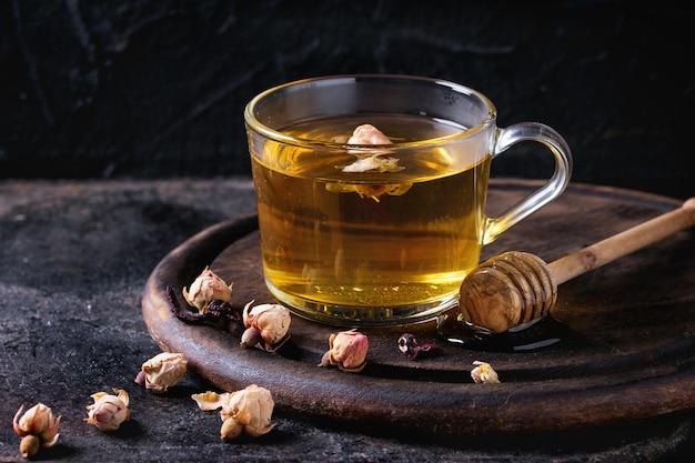 Herbatka ziołowa z miodem