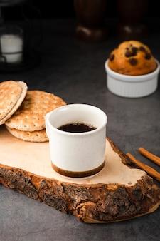 Herbatniki i muffinki pod dużym kątem