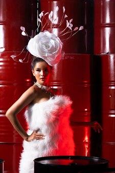 High fashion asian model woman nosić suknię haute counture z makijażem na nowy sezon.