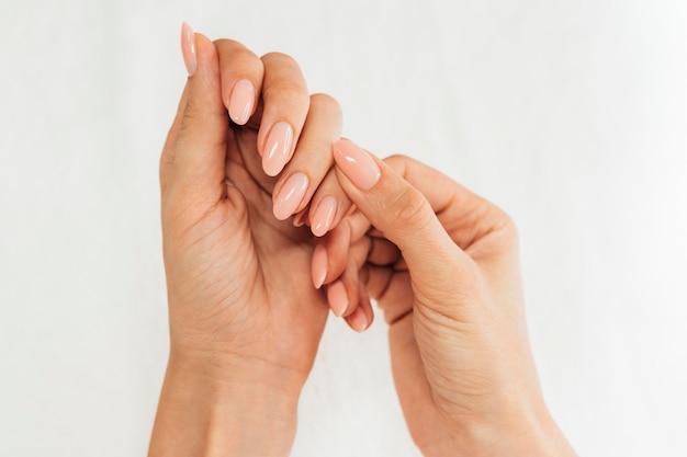 Higiena i pielęgnacja paznokci układanie na płasko