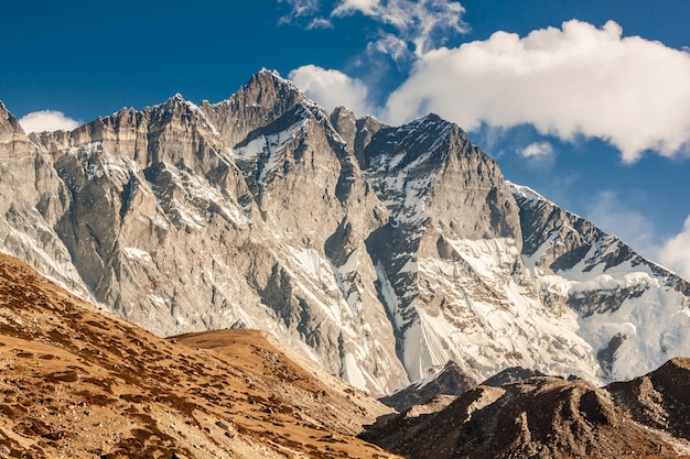 Himalaje moutain w nepalu