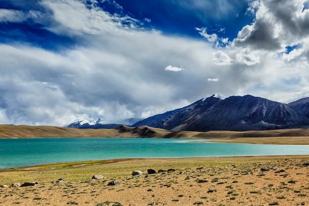 Himalajski jeziorny kyagar tso, ladakh, india