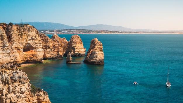 Hipnotyzujące Ujęcie Ponta Da Piedade, Malowniczego Miejsca W Portugalii Darmowe Zdjęcia