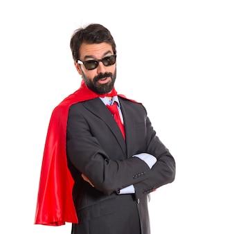 Hipster biznesmen ubrany jak superhero z okulary słoneczne