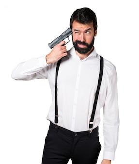 Hipster człowiek z brodą popełnia samobójstwo
